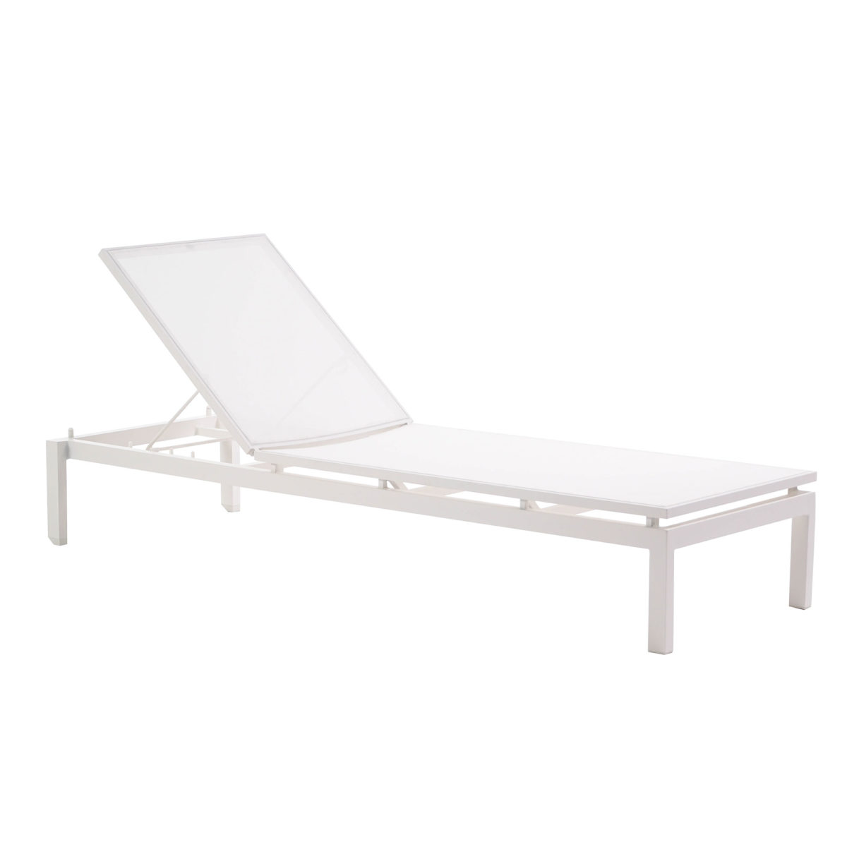 The Ratana Toscana lounger in white.