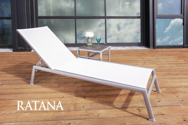 The lucca lounger in white with side table.