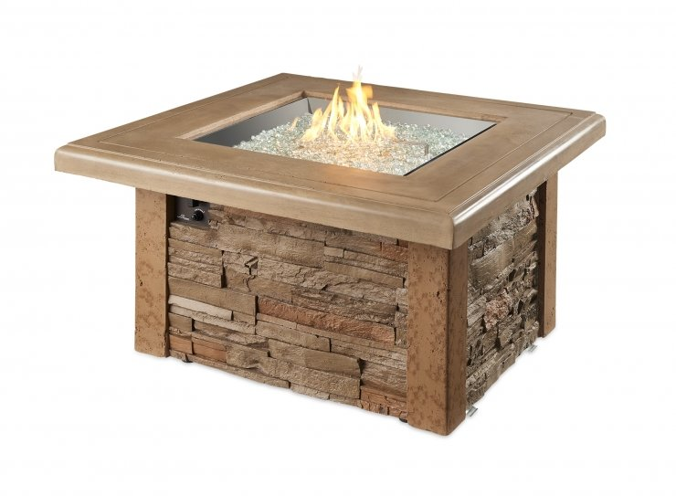 The Sierra square fire table with flames on.